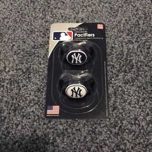 New York Yankees Pacifier Set